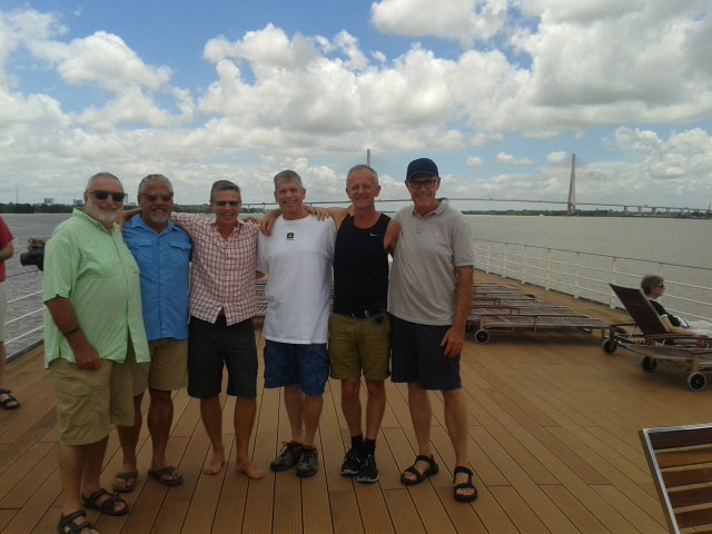 Gay Travel Tours - group image